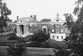 By 1907 Pavilions Two and Three had been added to the U.Va. Hospital. Courtesy of Historical Collections & Services, Claude Moore Health Sciences Library, University of Virginia.