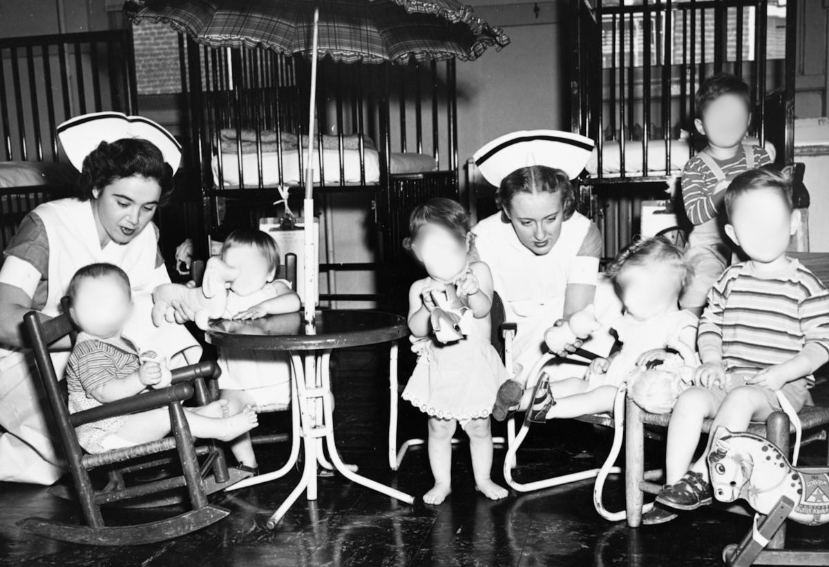 Students and pediatric patients, 1949.