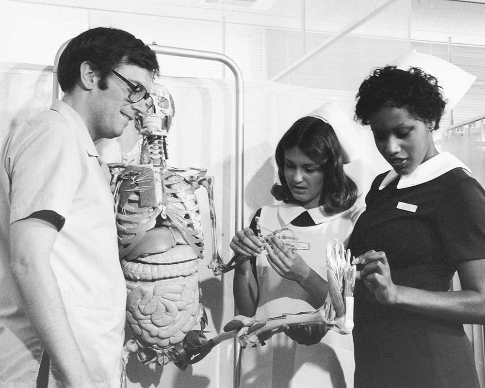 Clinical instruction with skeleton Eleanor Crowder Bjoring Center for Nursing Historical Inquiry, University of Virginia