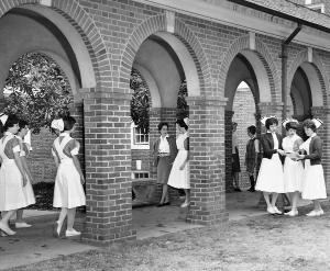 Students stroll in the McKim Hall colonnade.	Eleanor Crowder Bjoring Center for Nursing Historical Inquiry, University of Virginia School of Nursing. Ralph Thompson, Photographer.