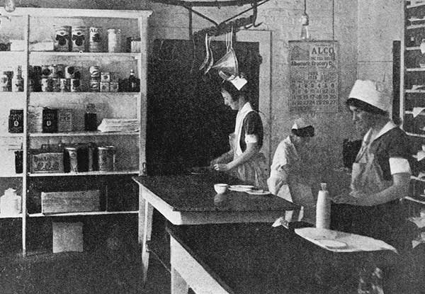 At work in the hospital kitchen, circa 1920s. Courtesy of Historical Collections & Services, Claude Moore Health Sciences Library, University of Virginia.